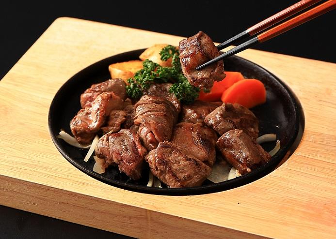 切り落とし牛ヒレ肉のステーキ